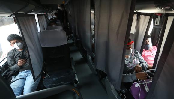 Es obligatorio usar mascarilla y protector facial durante todo el viaje.(Foto: MTC)