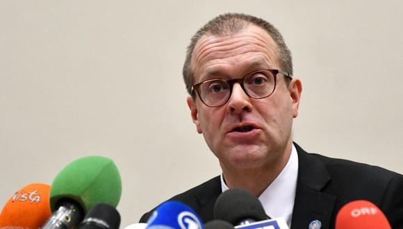 Hans Kluge, director para Europa de la Organización Mundial de la Salud, señala que hay que acelerar el proceso de vacunación para llegar a la meta de acabar con la pandemia de coronavirus.   (Foto de archivo: Alberto Pizzoli/ AFP)