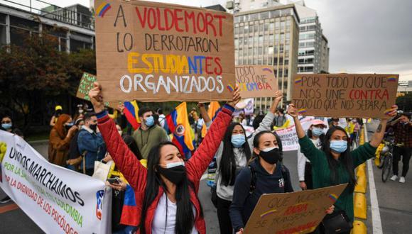 La gente protesta contra el gobierno en Bogotá, Colombia. (Foto: AFP / Juan BARRETO).