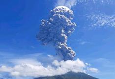 Volcán indonesio Ile Lewotolok entra en erupción y desalojan a 2.700 personas