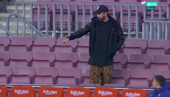 Gerard Piqué no pasó desapercibido en las gradas del Camp Nou durante el Barcelona vs. Real Sociedad. (Foto: Movistar)