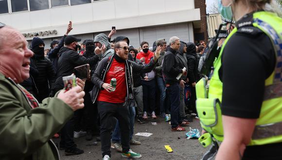 Manchester United vs. Liverpool: partido suspendido por incidentes en Old Trafford
