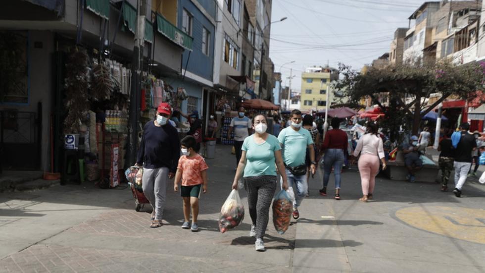En el tercer día de cuarentena por Semana Santa, la afluencia de personas en el mercado de Caquetá continúa con total normalidad. Recordemos que solo un miembro por cada familia puede realizar las compras del hogar a fin de reducir los contagios por COVID-19. (Foto: Cesar Campos / @photogec)