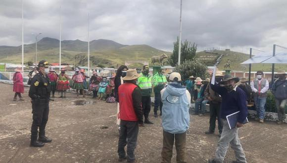 Fiscal llegó hasta Cayarani (Arequipa) para reunirse con pobladores. (Foto: Fiscalía)