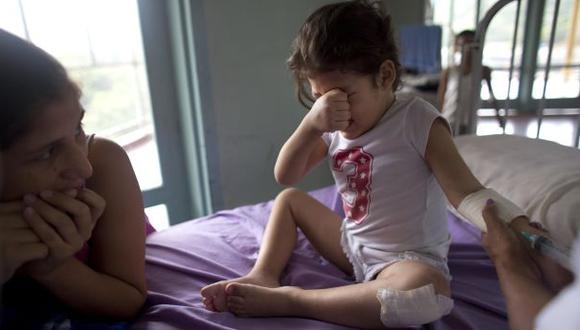 La vida en Venezuela puede ser peligrosa para la gente sana y resultar directamente mortal para quienes se enferman. El la imagen, la pequeña Ashley, de tres años. (Foto: AP)