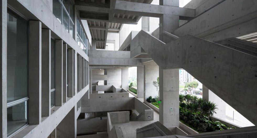Universidad de Ingeniería y Tecnología, UTEC (Lima, Perú, 2015). Este edificio, ubicado entre barranco con una autopista y un barrio residencial, está considerado como la obra más importante de las laureadas arquitectas. Fue galardonado en 2016 con el premio RIBA al mejor edificio del mundo.(Foto: Iwan Baan /pritzkerprize.com)