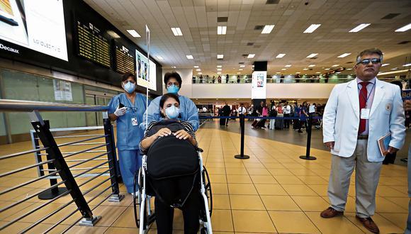 El Ministerio de Salud anunció nuevas medidas para la vigilancia epidemiológica ante el brote de coronavirus en el Perú. Ahora los viajeros deberán llenar declaraciones juradas con información sobre su salud (Foto: Hugo Curotto/GEC).