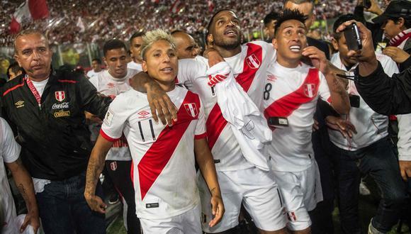 Raúl Ruidíaz, Jefferson Farfán y Christian Cueva podrían ser titulares con Perú en el arranque de las Eliminatorias. (Foto: AFP).