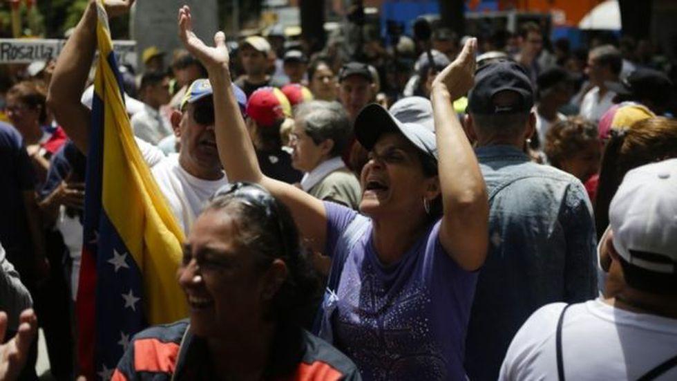 La crisis venezolana no ha dejado de aumentar desde enero, cuando Guaidó se proclamó presidente interino del país.Foto: GETTY IMAGES, vía BBC Mundo
