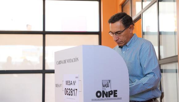 Presidente Martín Vizcarra votando en Elecciones 2020. (Foto: Andrés Valle/ Presidencia del Perú)
