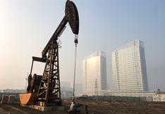 Precio del petróleo sube desde mínimos de 18 años por posible negociación entre Rusia y Estados Unidos