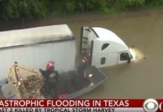 Mira cómo se salva un camionero de las inundaciones en Houston