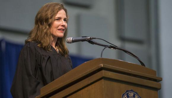 Amy Coney Barrett durante la ceremonia de graduación de la Facultad de Derecho de la Universidad de Notre Dame en la universidad, en South Bend, Indiana Barret. (Foto: Robert Franklin/AP, archivo)