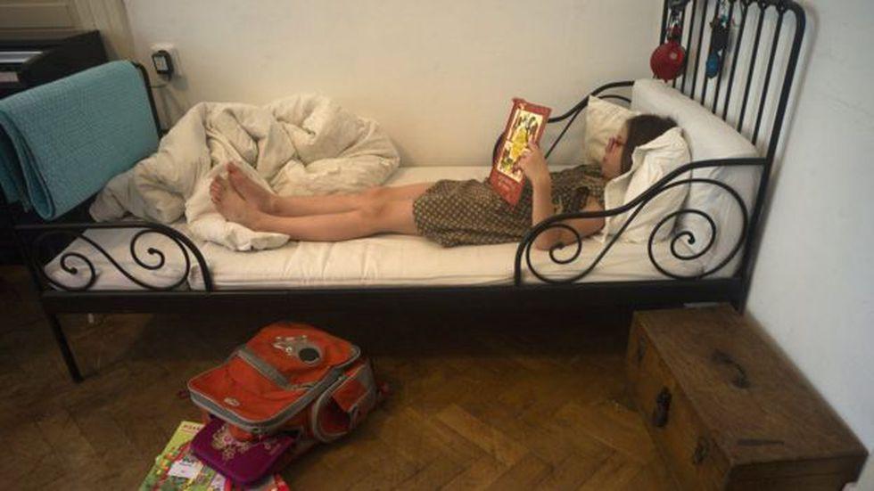 El tipo de colchón y la forma en que uno se acuesta en la cama tiene su impacto. (Foto: AFP)