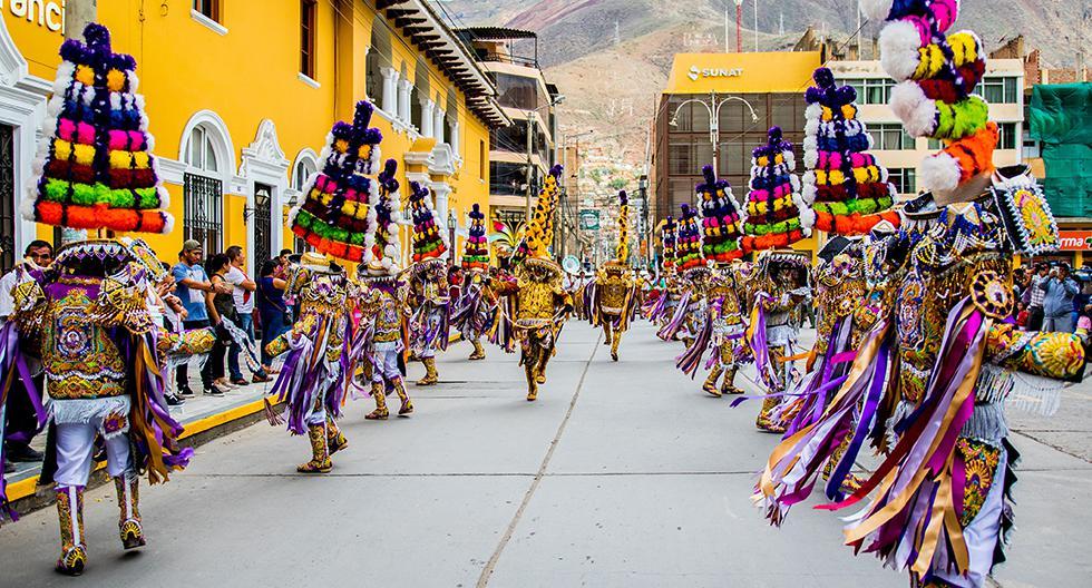Un promedio de 40 danzantes hay en cada cofradía de Negritos.