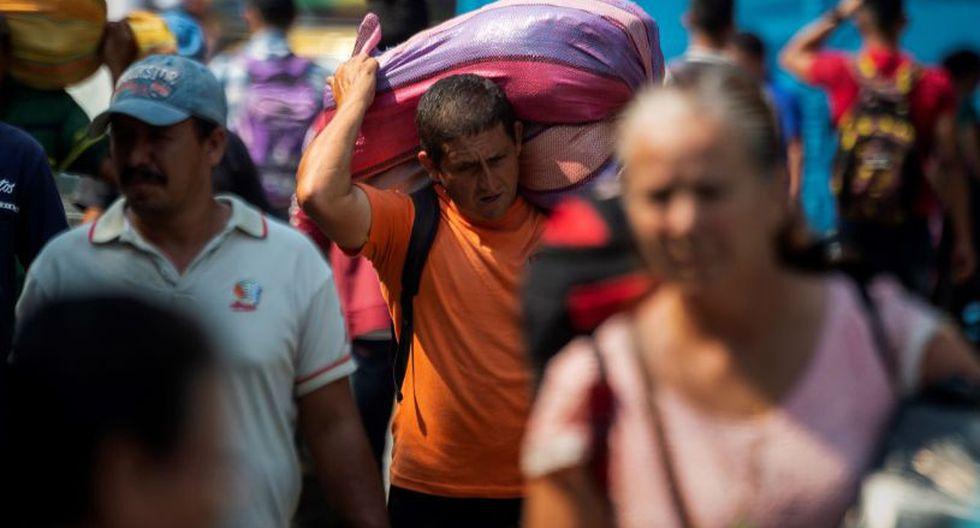 Temió perder más peso y quedar sin fuerzas para emprender la dolorosa ruta de los caminantes ciudadanos que aún repletan las carreteras colombianas. (Foto: AFP)