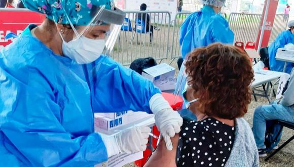 Más de 4 millones de peruanos ya se encuentran mejor protegidos del COVID-19 tras recibir las dosis de vacuna contra esa enfermedad | Foto: Minsa / Referencial
