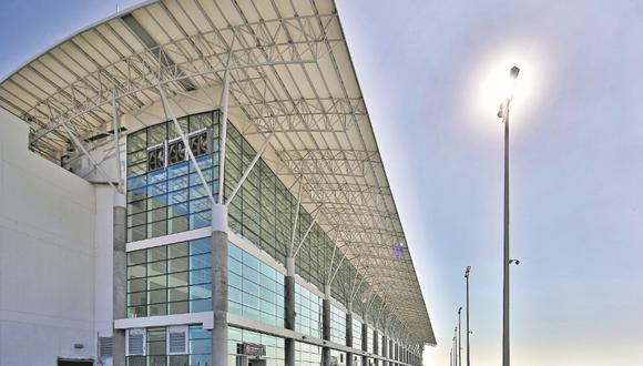 Los vuelos turísticos son, de momento, la actividad que más provee de viajeros al terminal aéreo, gracias a la oferta consolidada –aunque todavía informal– de las Líneas de Nasca. Felizmente, hay más alternativas.