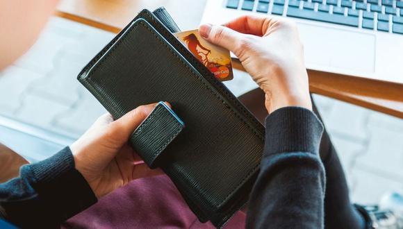 El riesgo de contagio en tarjetas de crédito es muy bajo, porque el Covid-19 solo vive unas horas en los objetos. (Foto: Kiwilimón)