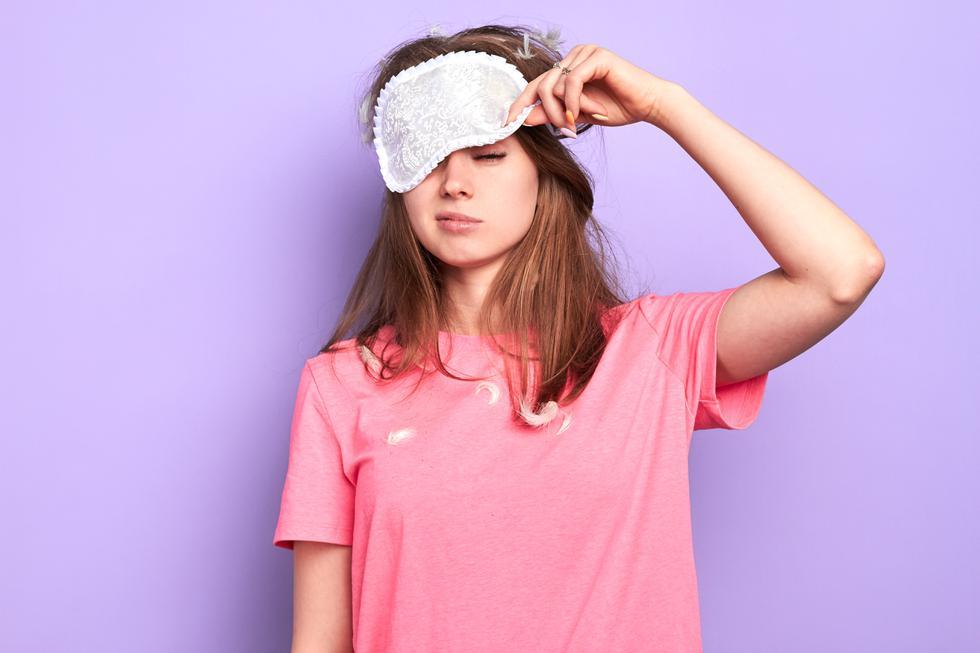 Descubre las razones por las que amarrarse el cabello para dormir no es saludable para su crecimiento. (Foto: Shutterstock)