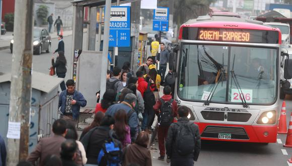 Los buses de la empresa de Ángel Mendoza circulan por la ruta Javier Prado-La Marina-Faucett. (Foto: Lino Chipana)