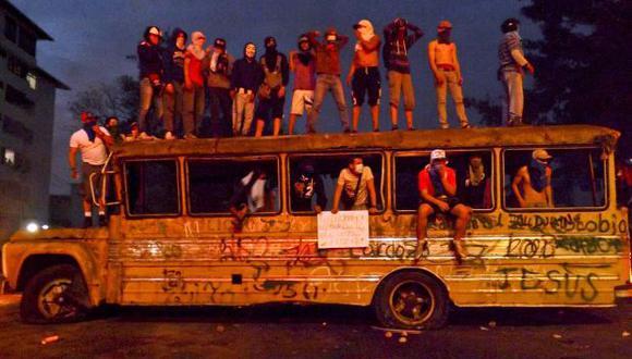 Un grupo de tachirenses protesta a pesar del estado de sitio de facto que rige en San Cristóbal. (Foto: AFP).