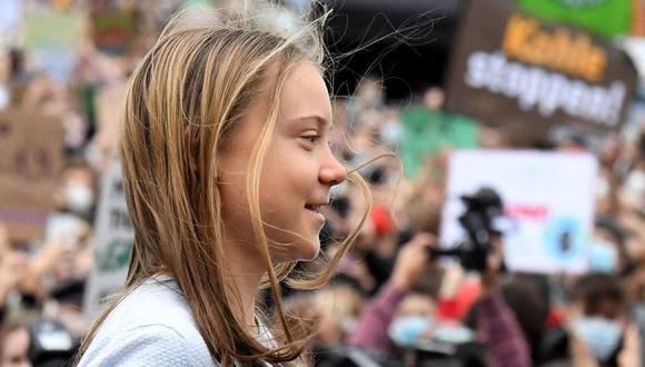La activista sueca Greta Thunberg habla a los manifestantes que participan en una huelga sobre el calentamiento global de Fridays for Future en Berlín el 24 de septiembre de 2021, dos días antes de las elecciones federales en Alemania. (Foto: Tobias SCHWARZ / AFP)