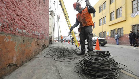 El último viernes, Osinergmin ordenó que las empresas de luz retiren los cables aéreos en 67 centros históricos en el país. La idea es que estén soterrados. (Foto: Municipalidad de Lima)