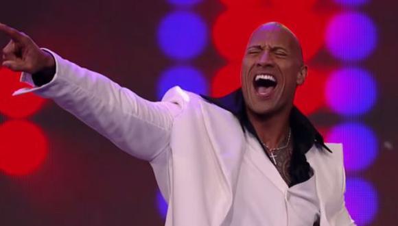 "YouTube: ""La Roca"" bailó música disco al estilo John Travolta"