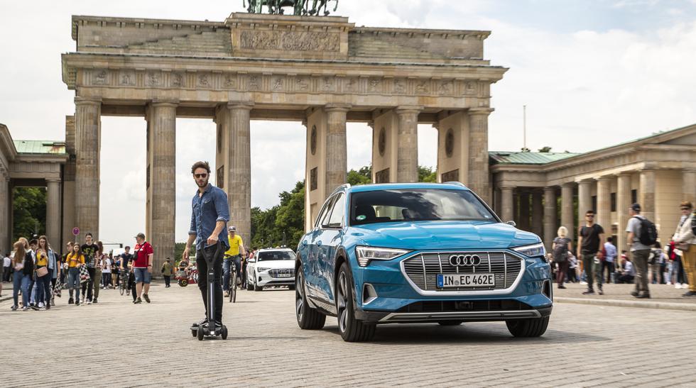 El objetivo del Audi e-tron Scooter es que el conductor pueda conducirlo con una mano. (Fotos: Audi).