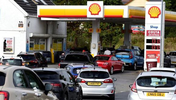 Colas en una gasolinera del Reino Unido. (Getty Images).