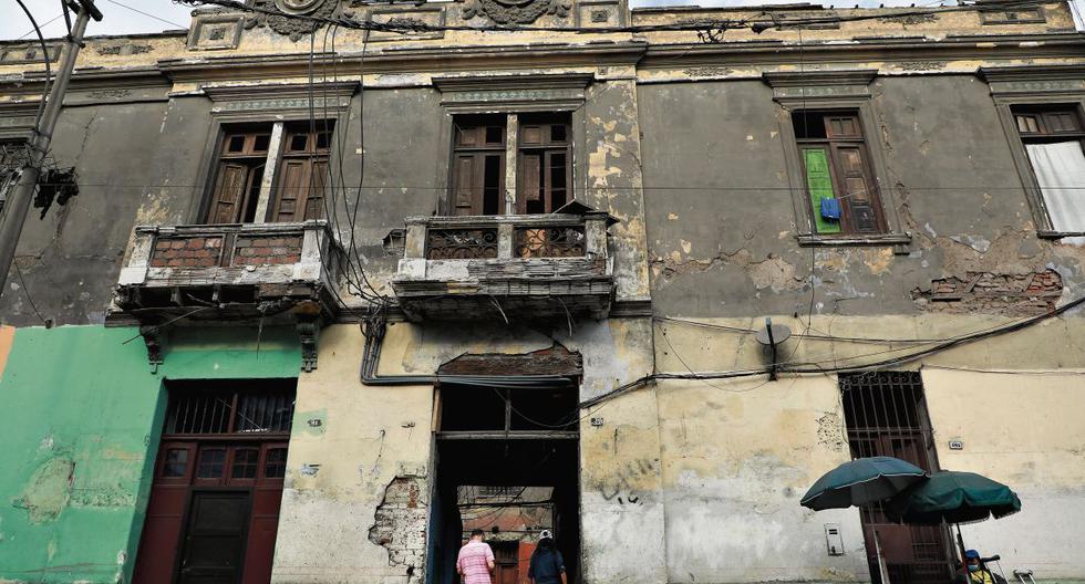 Las estructuras de la quinta Pinasco, en la cuadra dos, están muy afectadas. El municipio asegura que la restauración de la fachada está aprobada. (Foto: Juan Ponce/GEC)