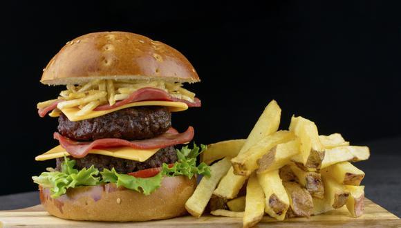 Mister Cono presenta su nueva propuesta de hamburguesa 'La Sullorqui'. (Foto: Difusión)