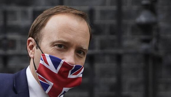 El ministro de Salud del Reino Unido, Matt Hancock, llega a Downing Street en Londres para una conferencia de prensa virtual el 27 de mayo de 2021 (Foto de Niklas HALLE'N / AFP).