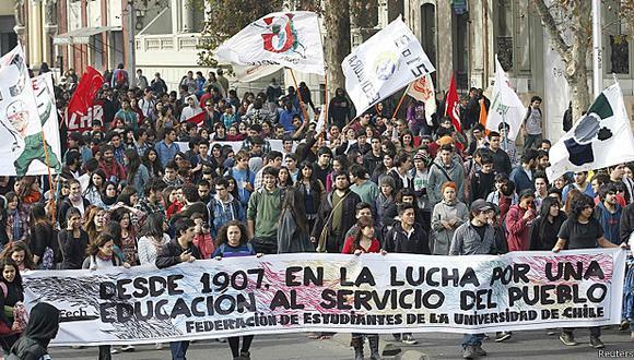Los policías desmintieron que un carabinero hubiera amenazado a los estudiantes. (Foto: Reuters)