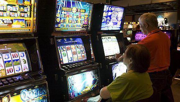 Tragamonedas y casinos serán gravados con ISC.