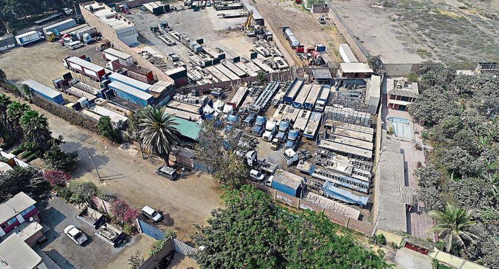 La nueva cochera de Levisa se encuentra en la urbanización El Descanso, en Ate. Allí están los camiones que la empresa busca esconder con logos de otras compañías.