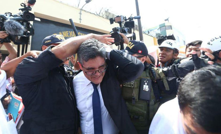 El fiscal José Domingo Pérez fue agredido a su salida del penal donde permanece Keiko Fujimori. (Foto: Andina / Video: Canal N)