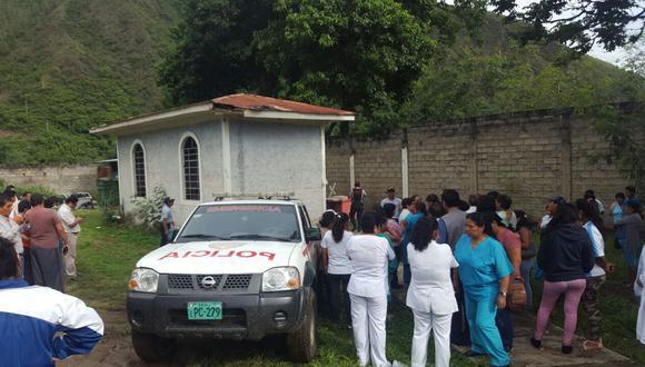 Agentes de la Policía y bomberos recuperaron el cuerpo de la enfermera Ruth Quispe Pimentel, quien permanecía desaparecida tras el vuelco de una ambulancia del Ministerio de Salud hacía el río Vilcanota en la ruta que une la ciudad de Cusco con la de Quillabamba. (Foto: Indeci).