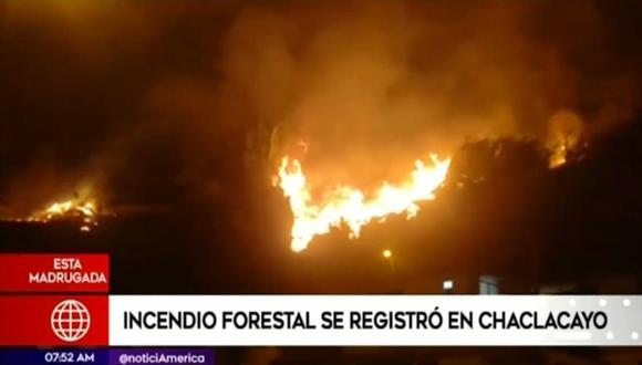 Según el portal del Cgbvp, el siniestro se registró a las 3:15 a.m. y se necesitaron 11 unidades de bomberos para sofocar las llamas.(Foto captura: América Noticias)