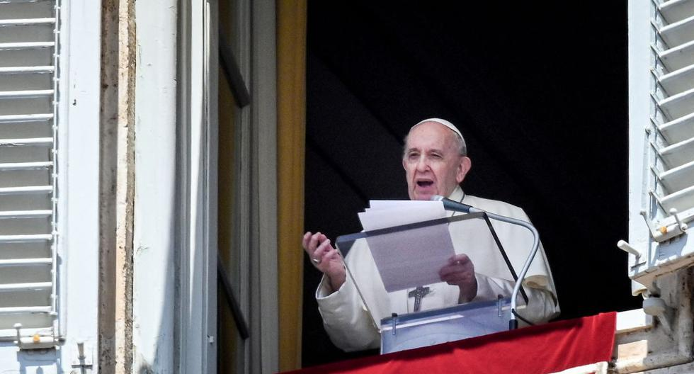 """Pope Francis reminds women victims of sexist violence: """"That is not love."""""""