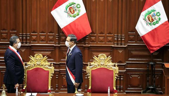 El presidente Martín Vizcarra y el titular del Parlamento, Manuel Merino, se saludan tras la llegada del primero a Palacio Legislativo para pronunciar el mensaje a la nación del pasado 28 de julio (Foto: Sepres).