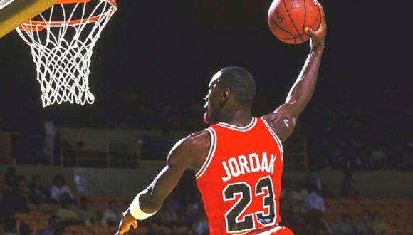La serie documental se enfoca en la temporada 1997-1998 del equipo de Chicago que se alzó con su sexto anillo de la liga (Foto: AFP)