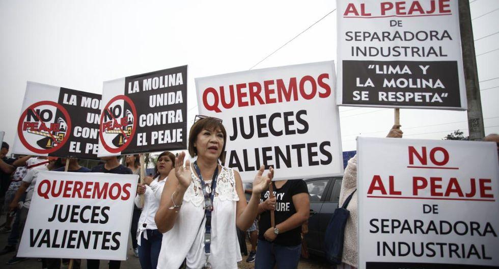 Alcalde de La Molina, Álvaro Paz de la Barra protestó junto a un grupo de vecinos por el fallo a favor de Lamsac en proceso por peaje en la Av. Separadora Industrial (Foto: Joel Alonzo/GEC).