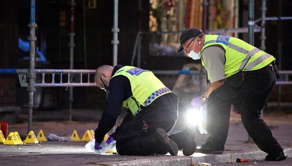 Las autoridades de Suecia señalaron que en el suelo hallaron al menos 18 casquillos. (Reuters)