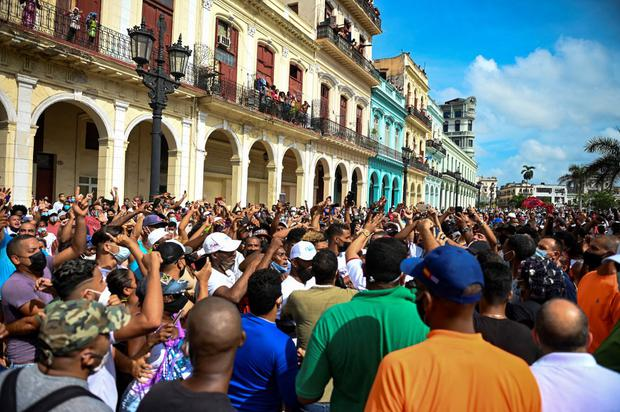 People take part in a protest against the government of Cuban President Miguel Diaz-Colonel in Havana on July 11, 2021. (Photo YAMIL LAGE / AFP).