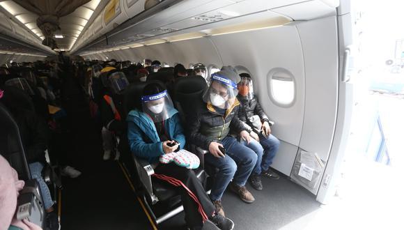 Hasta el momento, aerolíneas como Viva Air y Latam Airlines han anunciado que retomarán vuelos internacionales desde la quincena de octubre. (Foto: GEC)