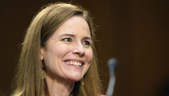En esta foto de archivo tomada el 13 de octubre de 2020, la jueza Amy Coney Barrett testifica durante su audiencia de confirmación ante Senado de Estados Unidos. El lunes se votó su nominación a la Corte Suprema.  (Foto de Susan Walsh / AFP).