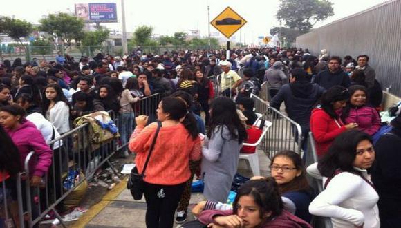 'One Direction' en Lima: madres denunciaron desorden en ingreso