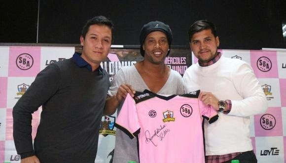 Ronaldinho llegó al Perú para afrontar un partido amistoso con el Sport Boys del Callao. El brasileño tuvo elogios para Paolo Guerrero al ser consultado en conferencia de prensa (Foto: @Sportboys)